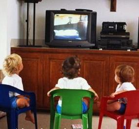 3 tác hại nguy hiểm của tivi đối với trẻ nhỏ, 3 tac hai nguy hiem cua tivi doi voi tre nho