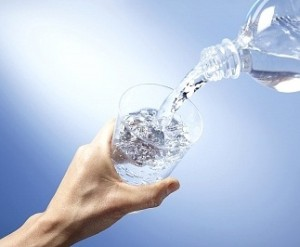 Tùy bệnh mà có cách uống nước đúng cách