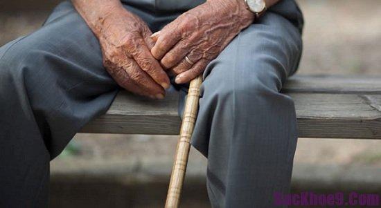 Nguyên nhân và triệu chứng của bệnh parkinson ở người cao tuổi