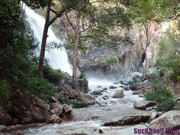 Con thác đẹp, hoang sơ và hoành tráng nên đến khi du lịch Nha Trang, Khánh Hòa